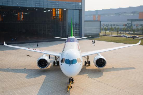 国产大型客机c919通过首飞技术评审