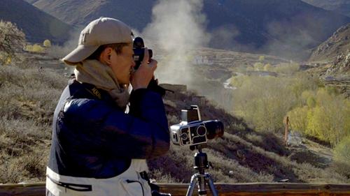 来自北京的摄影师罗宇罡在最美乡村达东村创作