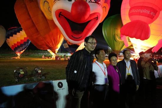 2017西安首届热气球嘉年华活动在白鹿原•白鹿仓景区盛大启幕