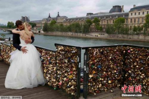 资料图:巴黎爱情锁