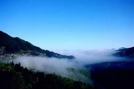 推荐理由:公园内峰岭连绵,幽谷叠翠,山高谷深,瀑布众多,原始森林图片