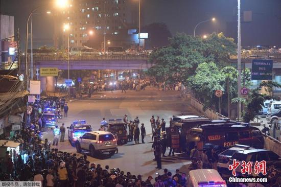 资料图:当地时间2017年5月24日晚,印尼雅加达,爆炸袭击现场。