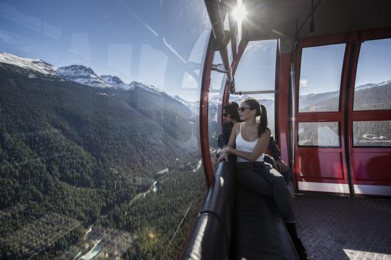 横渡峰顶缆车:会当凌绝顶 来源:Destination BC/Blake Jorgenson