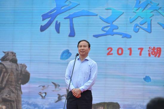 省人大常委会副主任陈君文宣布2017年湖南夏季乡村旅游节开幕