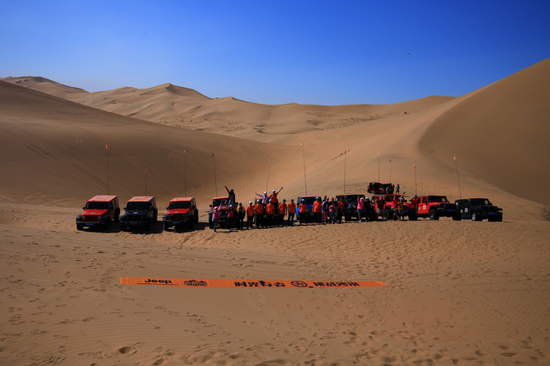 "Jeep户外""时光行者""挑战乌兰布和沙漠"