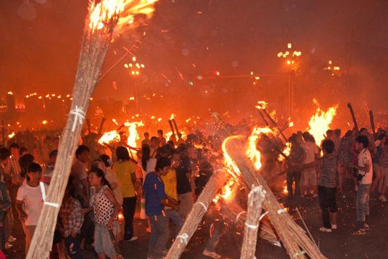 火把节盛况(图:POCO网山鸡摄)