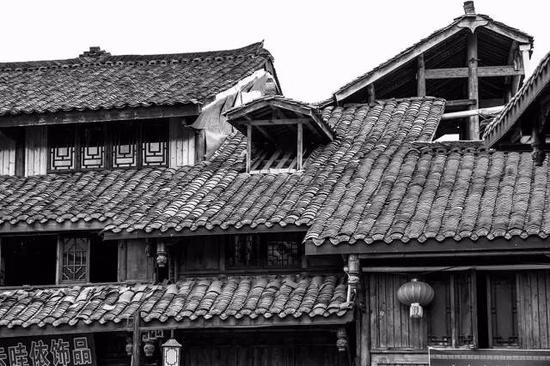 这是一个美如童话五彩斑斓的古镇
