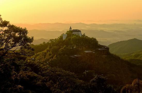 裸心堡山顶日出