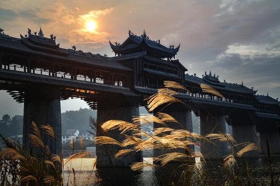濯水古镇夕阳风雨桥