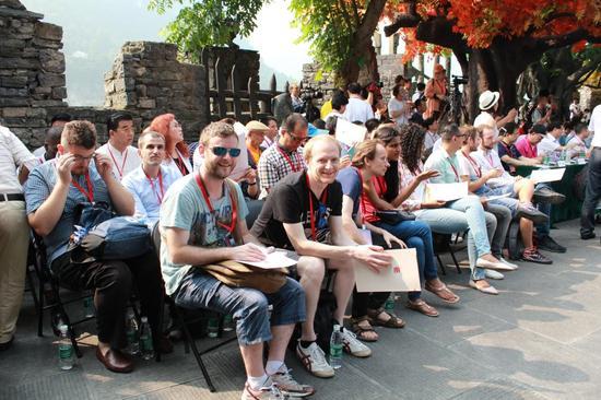 来自美、德、法、日数十个国家的游客和来宾参加了开幕式