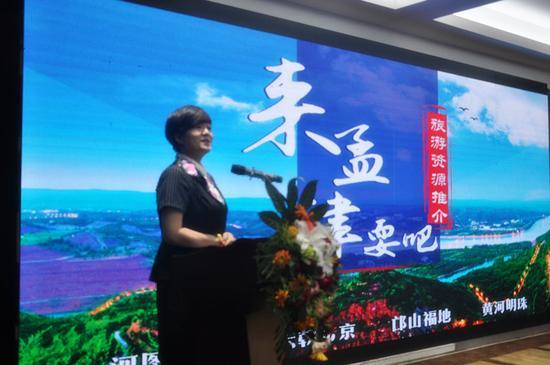 孟津县旅游局索佳靓进行推介
