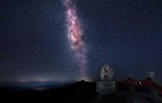 星空下的花台  摄影:李成国