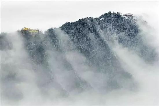 雾锁百岁宫 摄影:吴旭东