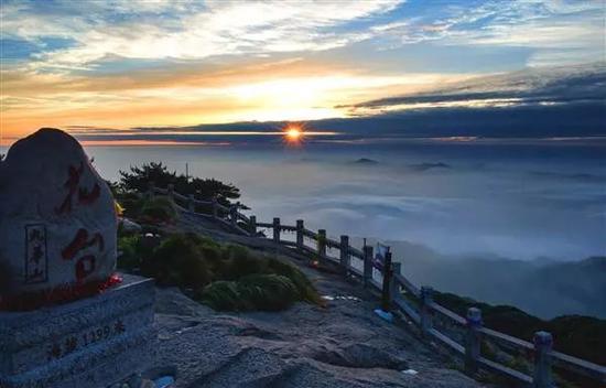 花台观云海  摄影:刘峰
