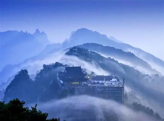 云护天台法自然  摄影:陈光学