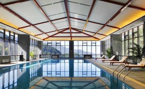 恒温泳池_酒店室内泳池