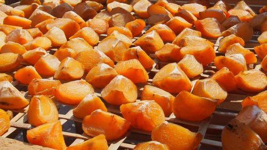 用来加工的柿子 图:卢晓燕