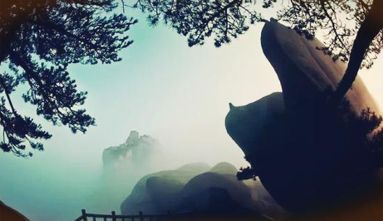 双乳望天柱 摄影:王宝廷