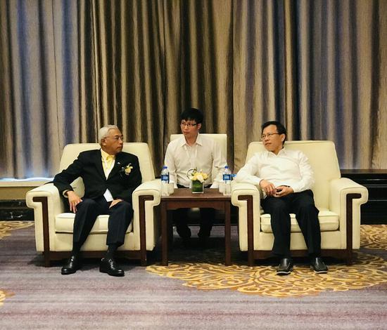 陈献春厅长与泰国国家旅游局副局长Charun Ohnmee会谈