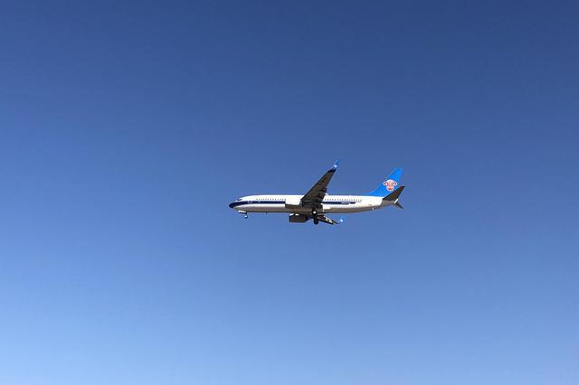 南航玩主题航班 空中展示四十年交通变迁