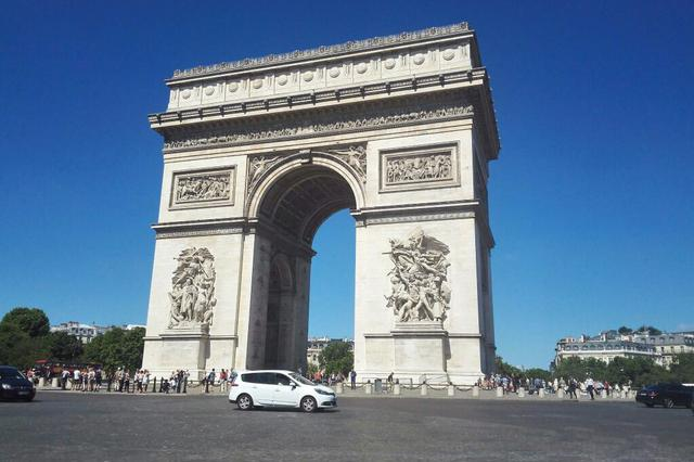 法国多举措重启夏日旅游经济