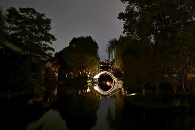 中秋假期赏月文化带动夜游市场 大型主题乐园成旅游热点