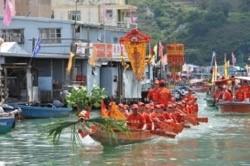 """全港独树一帜的龙舟活动""""游涌""""在大澳渔村举办(图片来源:香港旅游发展局)"""