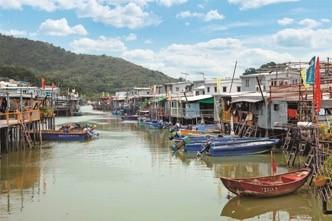 由木桩支撑的棚屋,是大澳渔村独特的风貌(图片来源:香港旅游发展局)