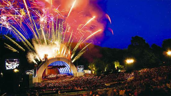 好莱坞露天剧场7月4日盛大的焰火表演