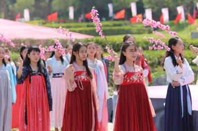 """桃花源景区""""万人红歌会""""唱响祖国颂歌 献礼新中国成立70周年"""