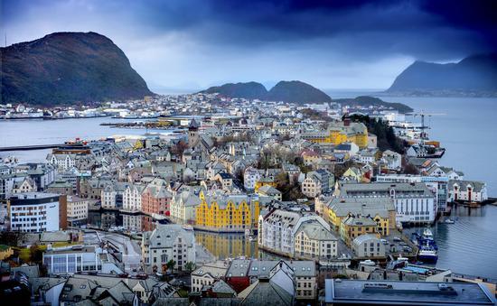 俯阅尘世仰敬天,挪威拾梦