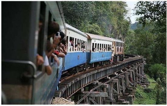 死亡铁路小火车