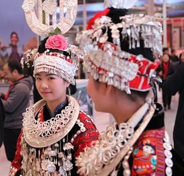 @四面光:贵州少数民族的服饰原来这么美