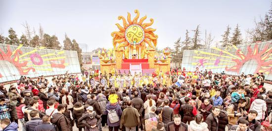 逛金沙太阳节 庞贝大展人气最旺