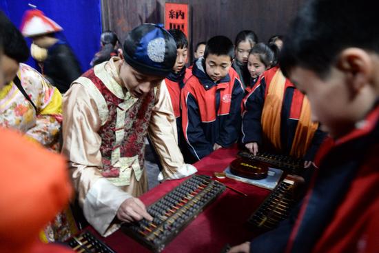 学生体验和学习商道文化、历史文化及中华传统文化