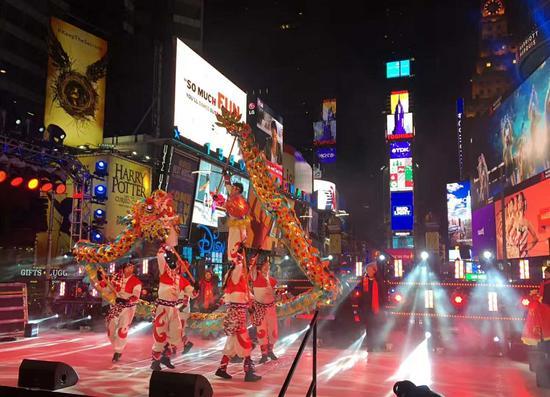 铜梁龙在时代广场表演