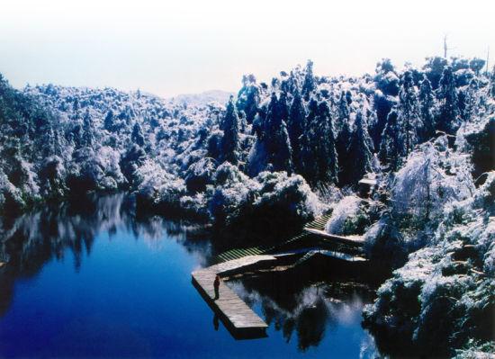银装素裹的大明山 图:大明山风景区