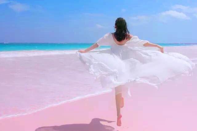 梦幻的粉红沙滩