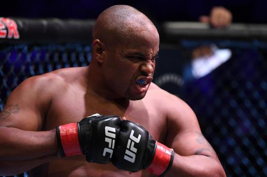科米尔堪称过去十年来最伟大的大量级UFC冠军