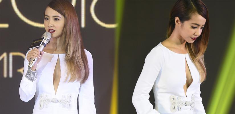 蔡依林穿白裙侧身甜笑 秀美胸十分性感