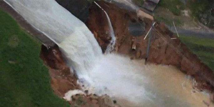 波多黎各水位暴涨大坝坍塌 七万民众紧急疏散