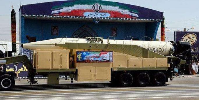 """射程2000公里可覆盖以色列!伊朗首次展示""""霍拉姆沙赫尔""""导弹"""