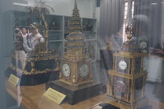 在钟表修复组陈列着王津师傅修过的、也在《我在故宫修文物》中谈到过的一些钟表