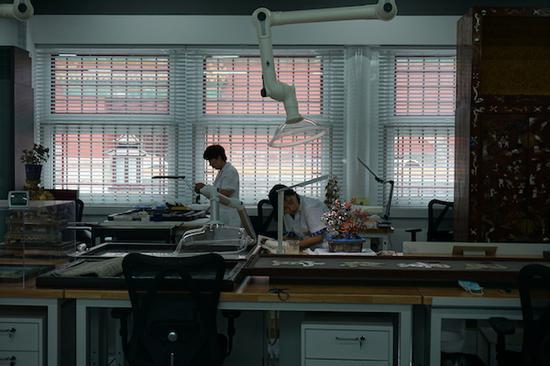 镶嵌工艺工作室内部