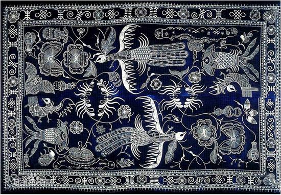 文化 > 正文     丹寨型蜡染民族工艺品的创作手法精湛洗练,一般图案