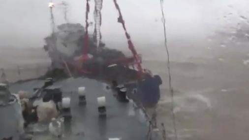 中国军舰险遭渔船撞击5秒躲开