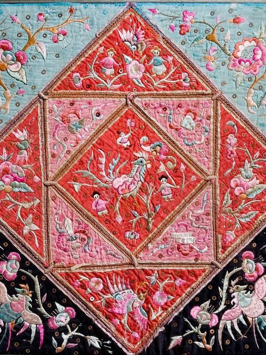 体现对称性的侗族刺绣