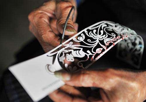 传统侗族刺绣艺人手法展示