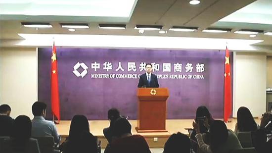 """商务部回应中美贸易摩擦:奉劝美方不要""""一条道上走"""