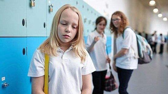 """视频:令人心碎!小学生制作视频""""讲述""""被欺凌经历"""